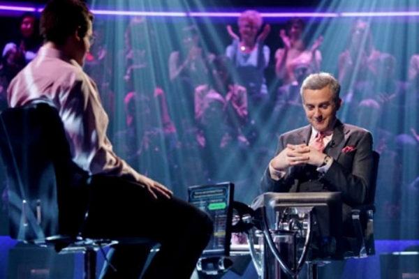 Hubert Urbański jako prowadzący Milionerów | Foto: TVN