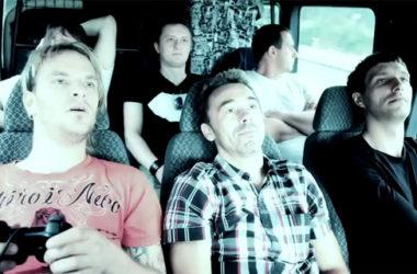Video: kadr z teledysku do piosenki Szminki róż | Foto: YouTube