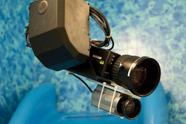 Życie pod ciągłą obserwacją kamer wiąże się z wieloma niebezpieczeństwami | Foto: CBS