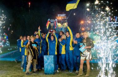Drużyna z Ukrainy świętuje swoje zwycięstwo w programie Wipeout | fot. Endemol