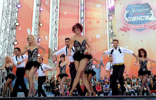 Tancerze na scenie programu Taniec kontra Dance   fot. East News