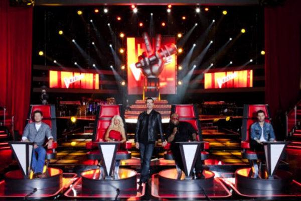Prowadzący i jury amerykańskiej edycji The Voice | fot. NBC