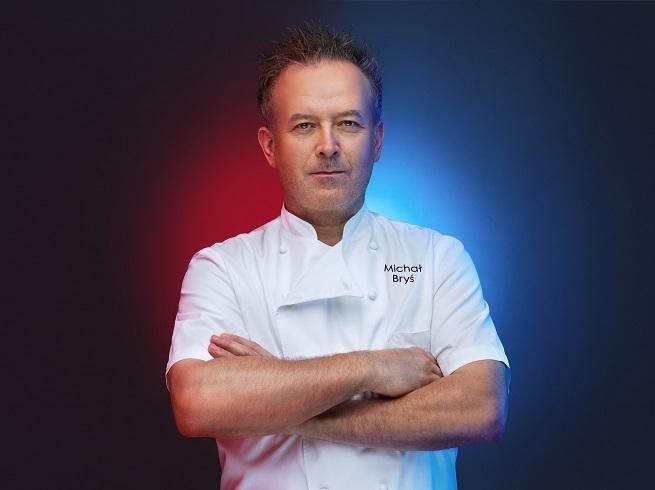 """Michał Bryś - prowadzący program """"Hell's Kitchen""""   fot. Polsat"""