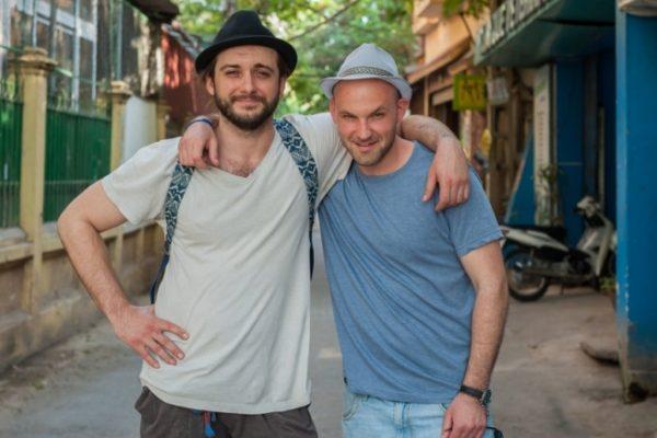 """Michał Żurawski i Ludwik Borkowski w programie """"Azja Express""""   fot. TVN"""